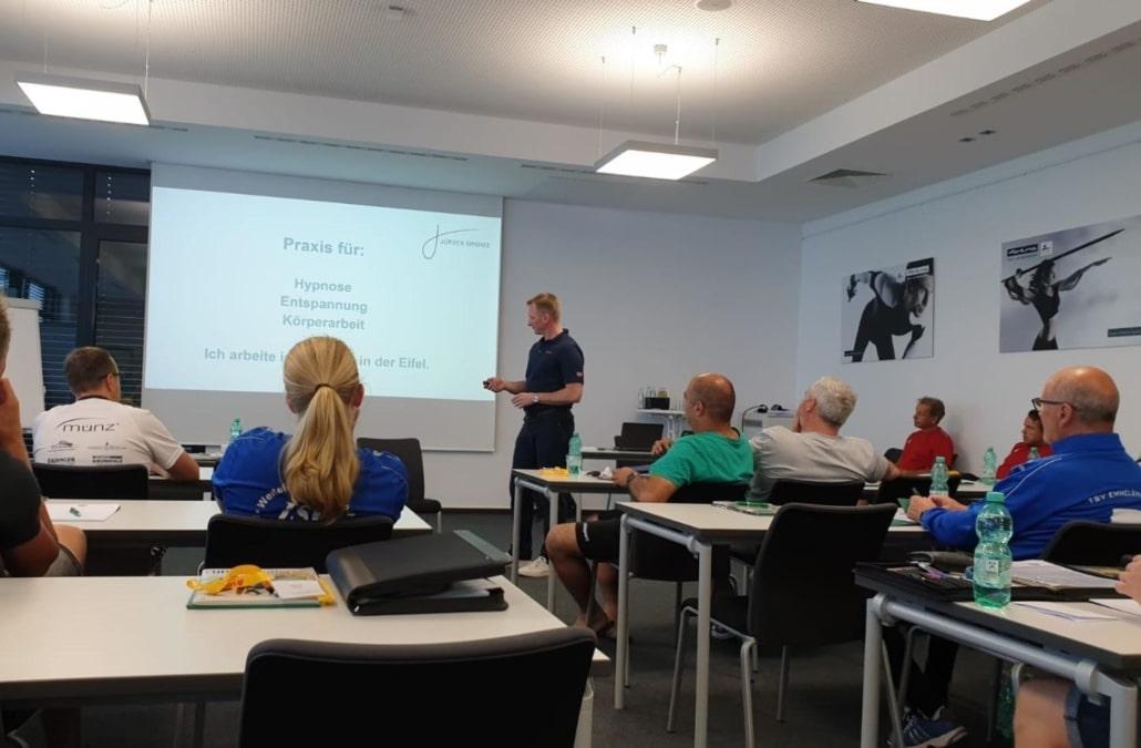 Vortrag-Sporthypnose-beim-Trainerkongress-Fußballverband-Rheinland
